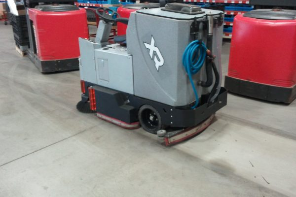 Tomcat XR Floor Scrubber Dryer